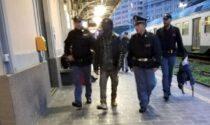 Rapina telefono sul treno, bloccato da un viaggiatore e arrestato dalla Polizia