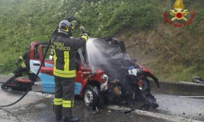 Frontale tra furgone e Panda che va a fuoco: morto 37enne