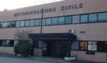 Allarme bomba alla motorizzazione: sul posto anche i Carabinieri cinofili anti esplosivo di Casatenovo