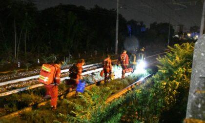 Cammina sui binari verso Lecco in piena notte, travolto e ucciso dal treno