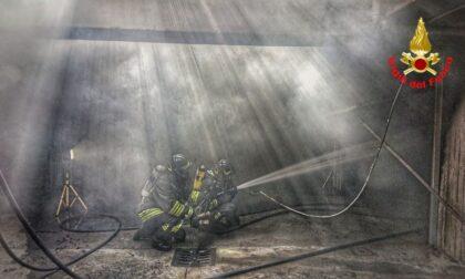 Incendio in un garage, Vigili del fuoco in azione