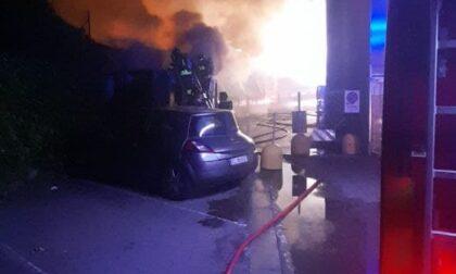 Lecco, incendio di un container spazzatura alle Meridiane FOTO