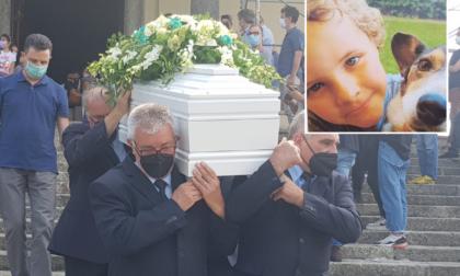 """Straziante addio al piccolo Andrea Casiraghi. """"Si può morire a 8 anni? Neanche Dio ci dà la risposta"""""""