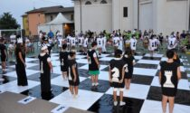 Una serata in scacco matto: uno spettacolo di scacchi viventi