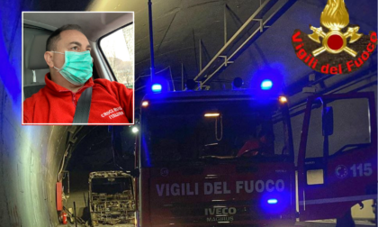 """Autobus in fiamme, l'autista eroe: """"La priorità era salvare le vite dei ragazzi"""""""