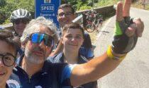 Due anni fa rischiò la vita in un incidente: oggi va da Milano a Roma in sella a una Graziella