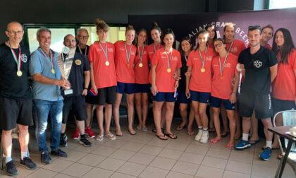 Le pallavoliste dell'Hammer Celadina Volley Bergamo a Villa d'Adda col trofeo della Coppa Italia
