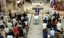Chiesa gremita per l'ultimo saluto allo studente del Greppi