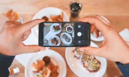 """Anche nel Lario è """"food-selfie"""" mania:  il ricordo delle ferie è sempre più goloso"""