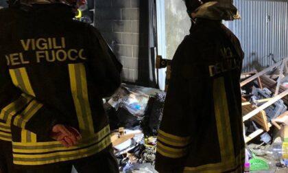 Box prende fuoco, fiamme estinte dai Vigili del Fuoco