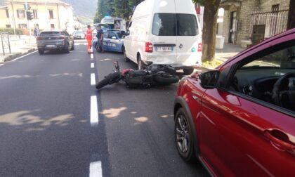 Schianto in moto, centauro trasportato in ospedale